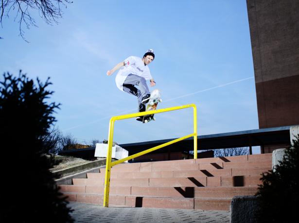 Paweł Ratajczak - Frontside Boardslide